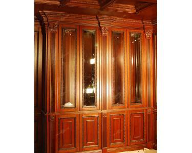 Встроенный деревянный шкаф