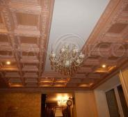Кессоннированный потолок в зале